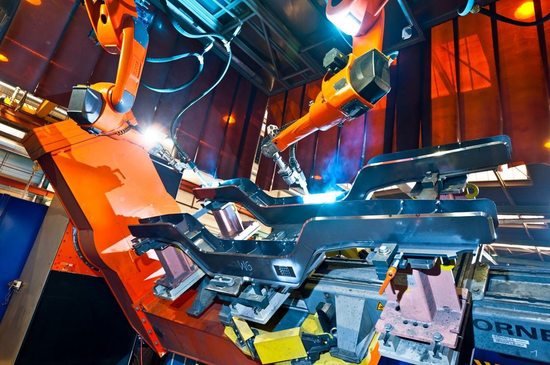 Langträgerschweißen mit Schweißroboter im Kompetenzzentrum Fahrwerke Siemens Mobility Austria GmbH Graz