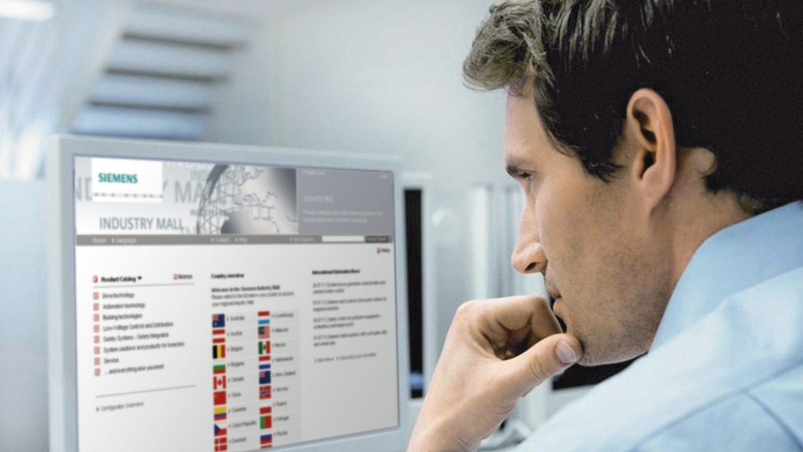 A man looks at the Siemens Industry Mall, the catalog and ordering system for automation and drive technology