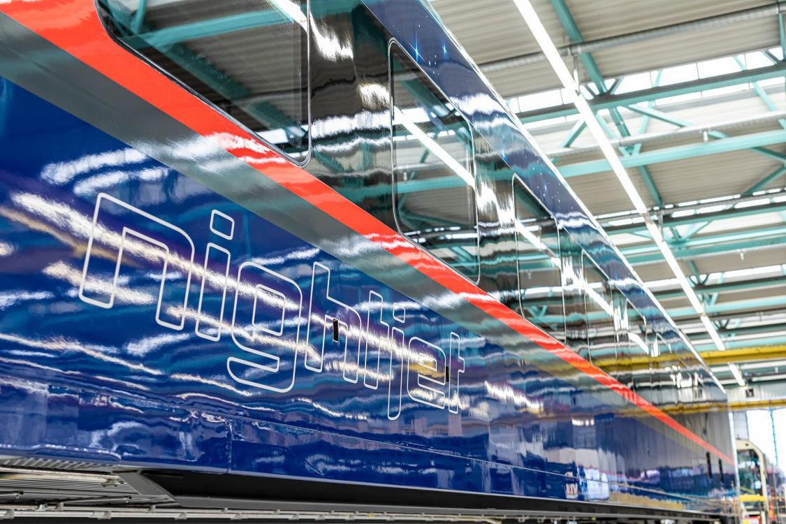 Nightjet der neuen Generation - der erste lackierte Wagenkasten