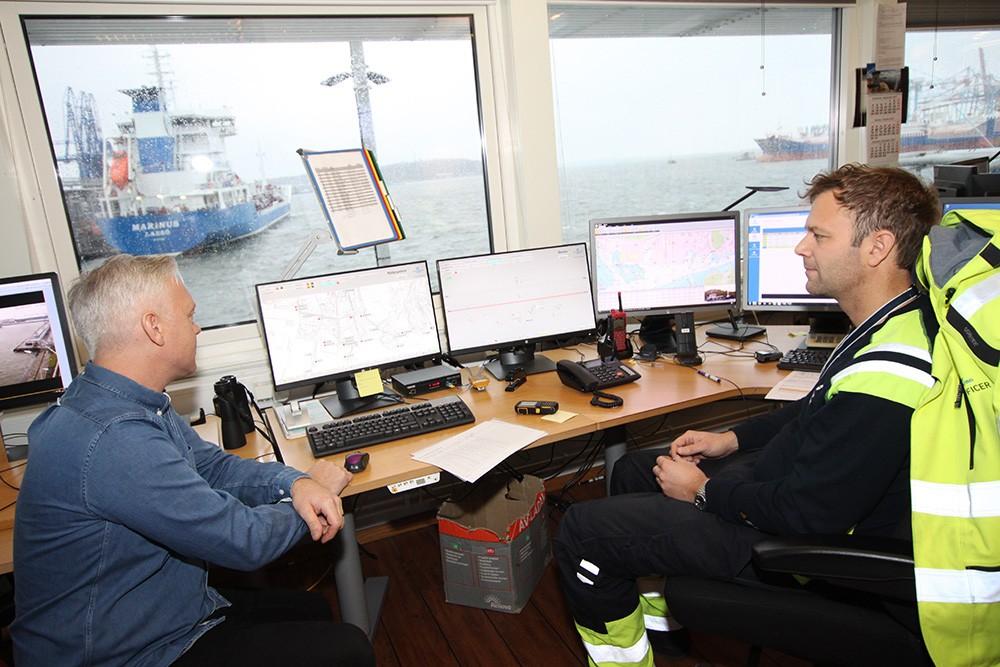 Mikael Tunberg, teknisk förvaltare för instrument och automation på Göteborgs Hamn, och Martin Svensson, säkerhetssamordnare på Göteborgs Hamn.