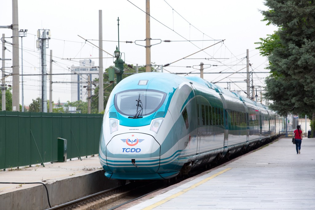Der Hochgeschwindigkeitszug Velaro für die Türkei