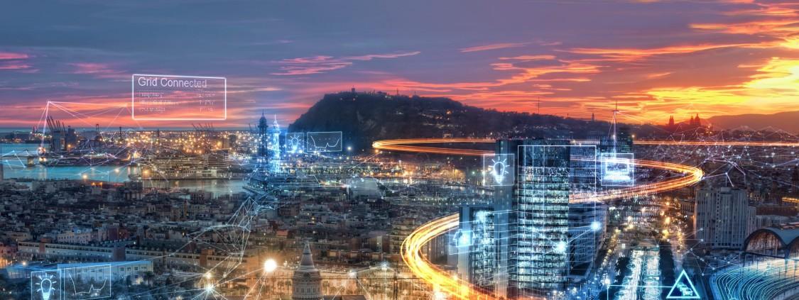 imagem de cidade ao entardecer com filtros azuis e caminhos de luzes representando os caminhos da energia