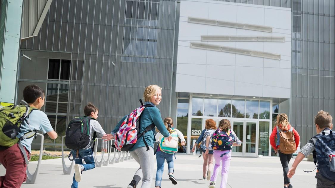 Schutz von Menschen in Schulen und höherenLehranstalten