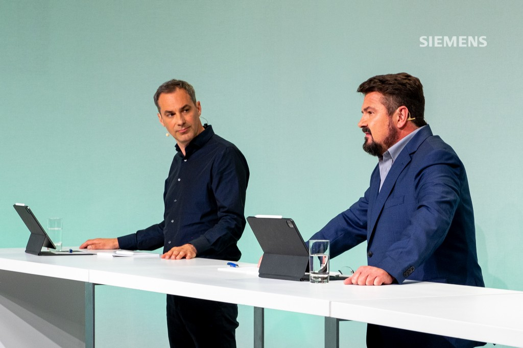 Siemens AG's Capital Market Day on June 24, 2021: Cedrik Neike (l.), Siemens AG Managing Board member and CEO of Digital Industries, and Rudolf Basson, Chief Financial Officer of Digital Industries, answering analysts' questions.