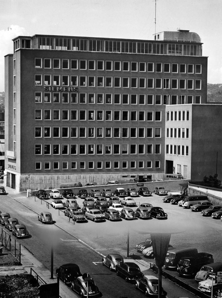 Aufnahme vom Neubau des Büro-Hochhaus der Zweigniederlassung Stuttgart in der ehemaligen Alleenstraße 26