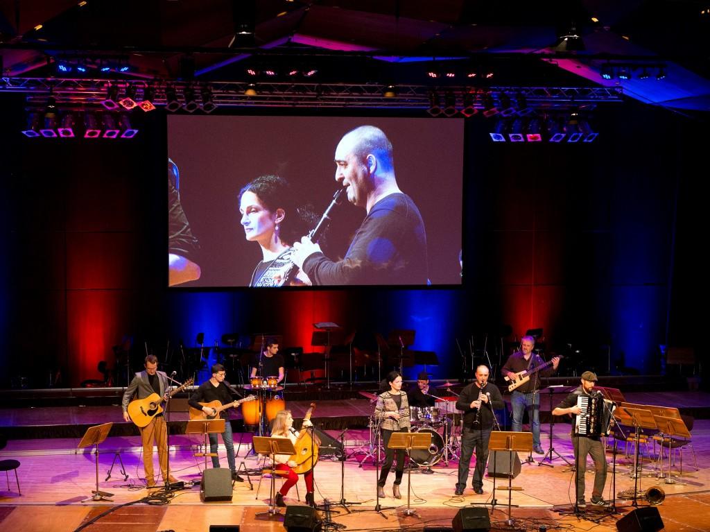 Benefizkonzert: 200 Siemens-Musiker spielen für die Flüchtlingshilfe Erlangen