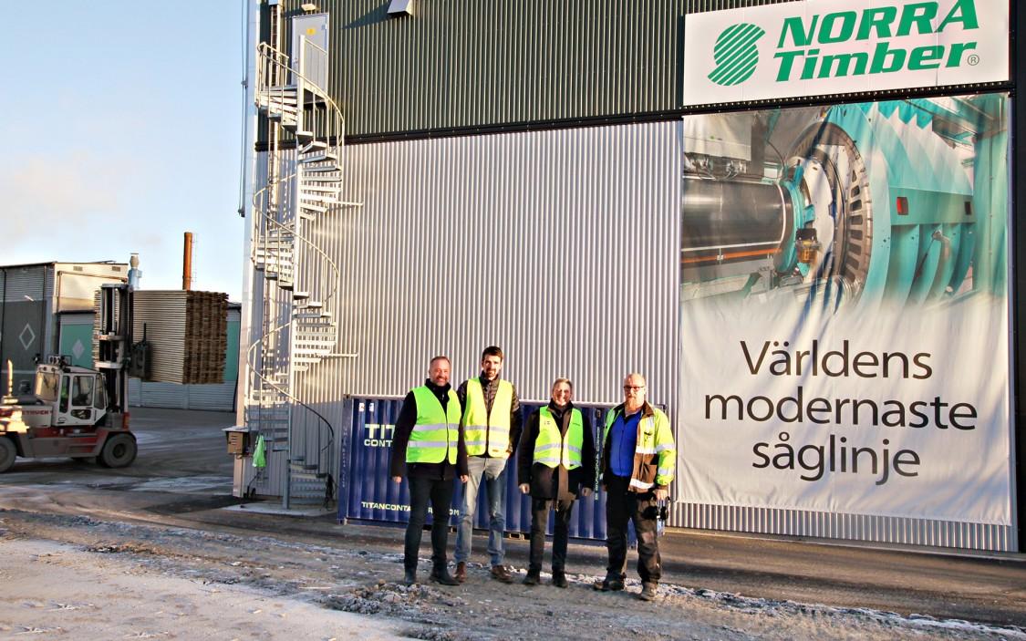 Peter Nordin, försäljningsingenjör på Siemens, Jon Meijer, Controls Engineer på USNR, Ralf Folke, produktchef på Siemens, och Dennis Löfström, underhållschef el på Sävar Såg.