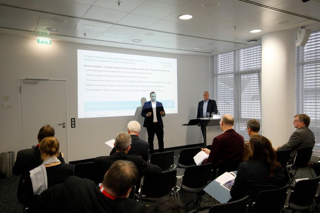Sander Rotmensen talks with journalists about Industrial 5G