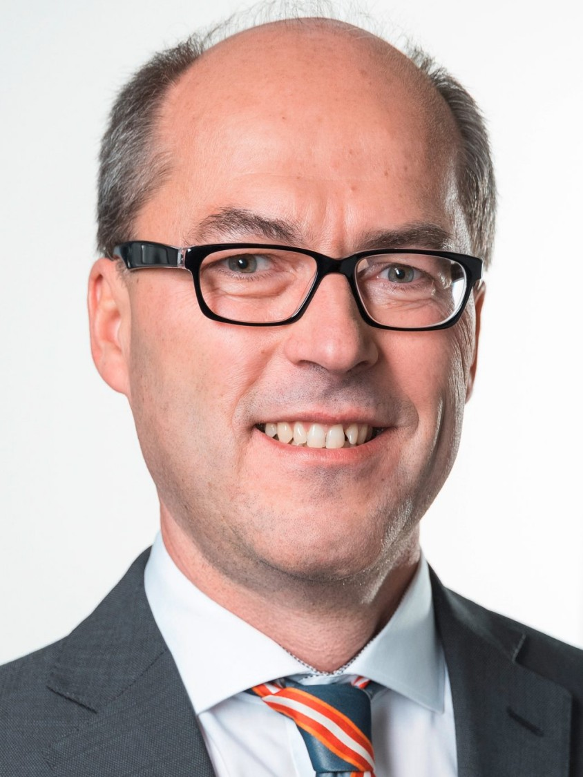 Фото д-раКристиана Мундо (Dr.   Christian Mundo), руководителя подразделения цифровых технологий компании   Siemens AG, отделение перерабатывающей промышленности и приводов