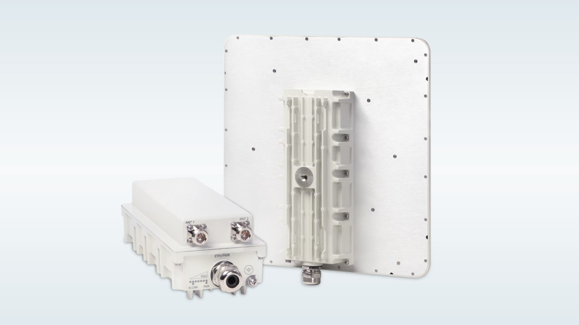 Product shot of RUGGEDCOM WIN subscriber units for private wireless critical infrastructure