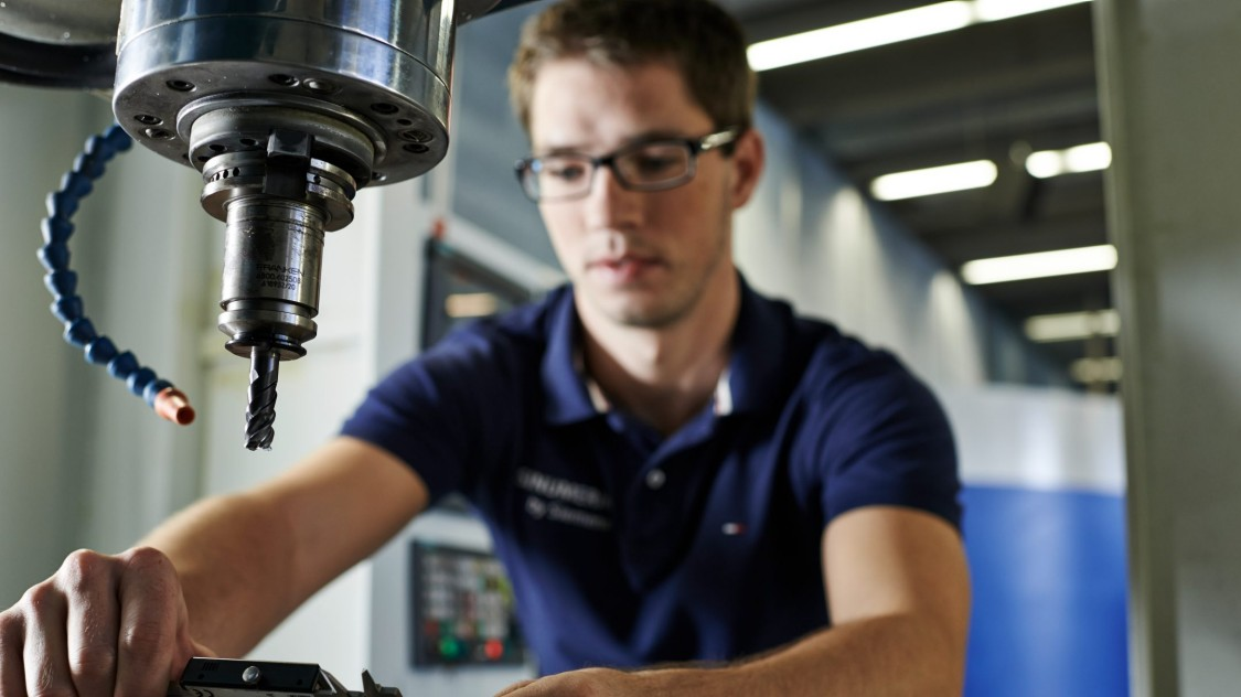 Skilled worker on a milling machine in the workshop