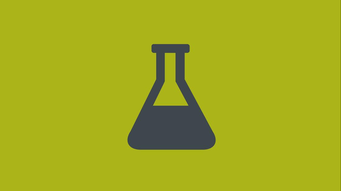 Icon eines stilisierten halbgefüllten Reagenzglases auf grünem Fond