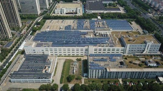 Siemens Electrical Apparatus Ltd. installs 1.24 MWp of rooftop PV system with an average efficiency of 84.5%, which reduces carbon emissions by 1,220 tons each year.