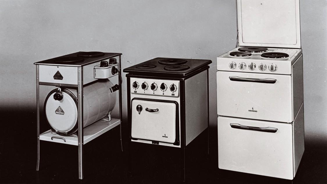 Плити Сіменс (справа наліво) 1925, 1937 і 1957 років випуску