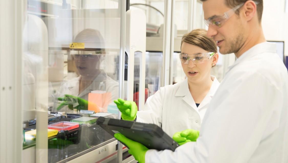 西门子定制化肿瘤药物的自动化生产过程,推动医药行业企业数字化转型。