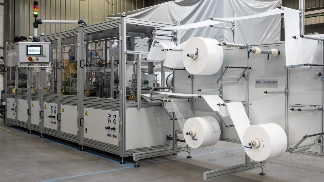 Gesamtansicht Maschine Maskenproduktion