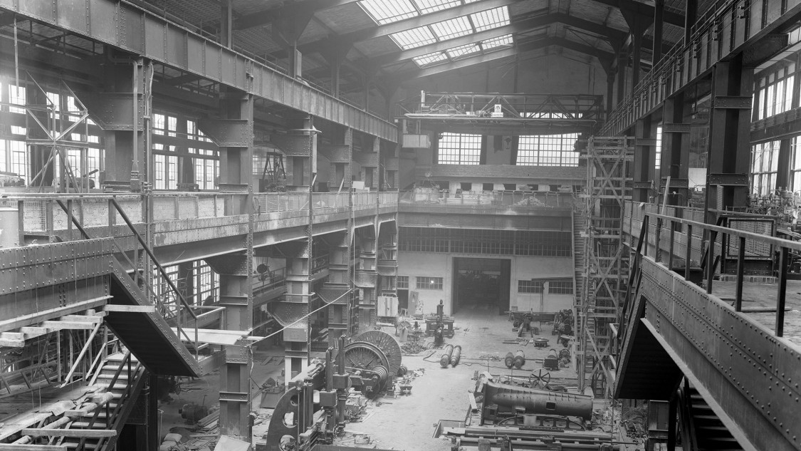 Surviving photos from this construction phase disprove the claim that the architects didn't provide a skylight: the expansive, glass-lined roof structure had to be covered at the time of the extension's completion due to the war