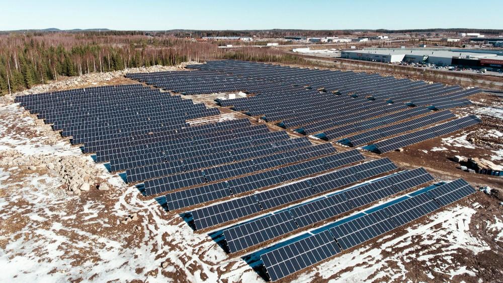 Aurinkopaneelikenttä
