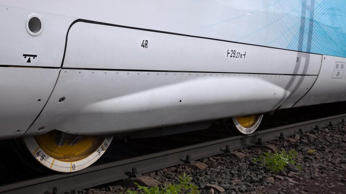 O compartimento completo dos truques diminui significativamente o arrasto aerodinâmico, o que, por sua vez, reduz consideravelmente o consumo de energia.