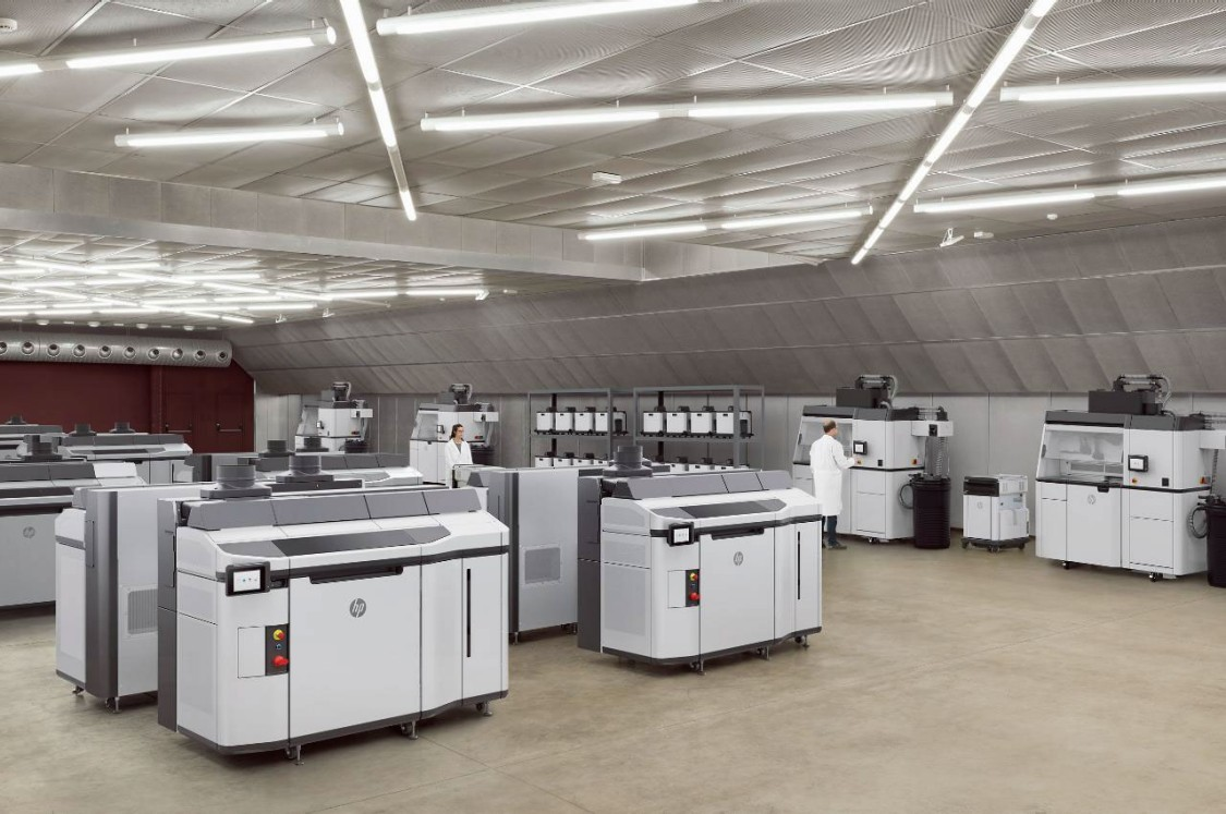 New HP Multi Jet Fusion 5200 3D printing solution in an industrial production environment (Copyright: HP)