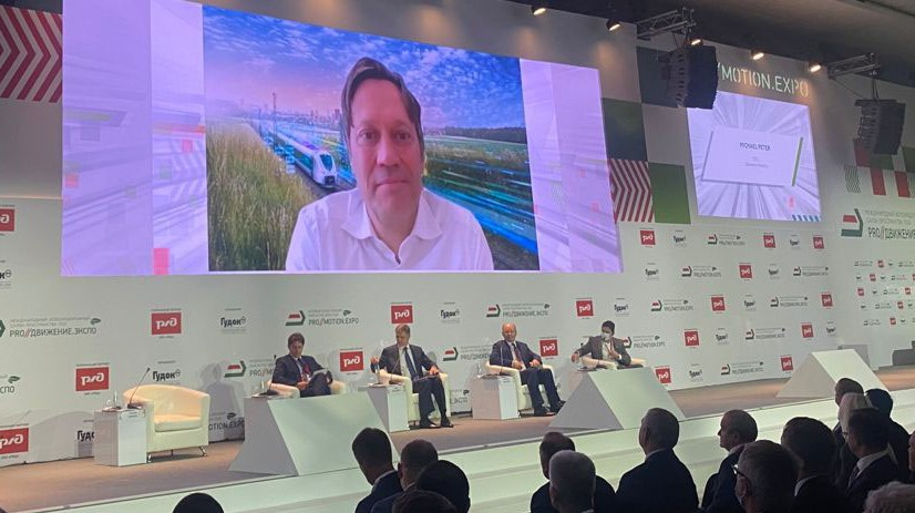 Основное пленарное заседание PRO//ДвижениеЭкспо с участием Михаэля Петера. Участники обсудили вызовы, с которыми сегодня сталкивается железнодорожная отрасль, уделив особое внимание технологиям для устойчивого развития.