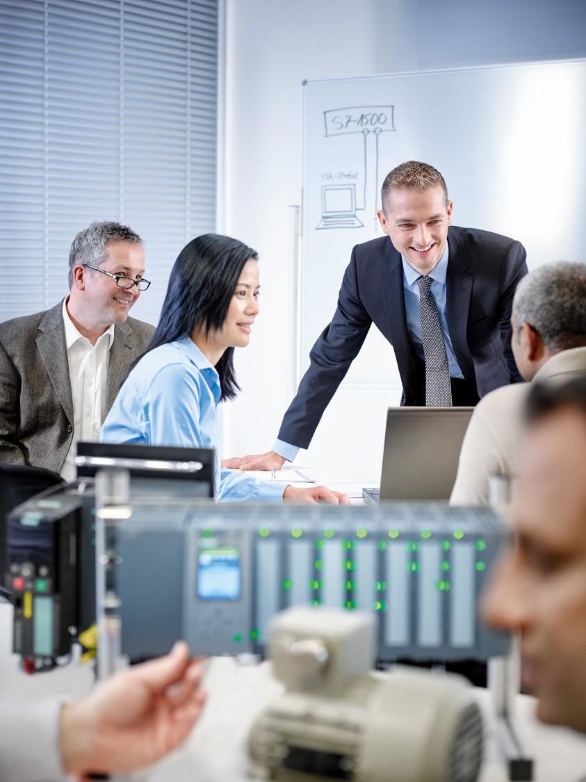 Siemens Cooperates with Education: Als wissensbasiertes und führendes Unternehmen im Bereich entscheidender Schlüsseltechnologien sind kooperative Verbindungen zu Hochschulen für Siemens von zentraler Bedeutung.