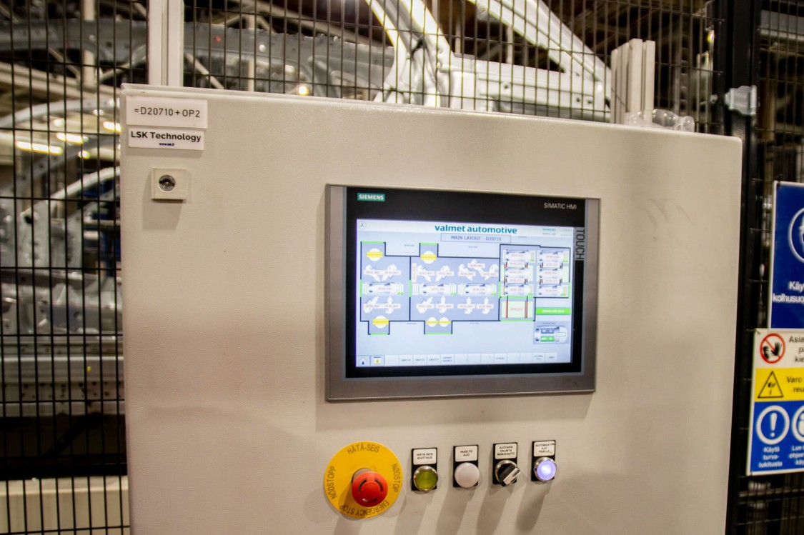 Production monitoring, performed from the user interface panel for the control system based on the TIA Portal, is essential for quickly correcting any production errors