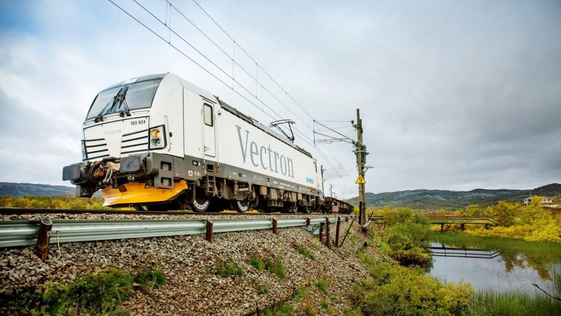 No início dos anos 90, uma cooperação mais próxima com a Siemens finalmente levou à aquisição da fábrica pela Siemens AG. Daqui vieram as locomotivas da família Eurosprinter e Eurorunner, entre outras. Em 2010, as primeiras locomotivas Vectron foram concluídas.
