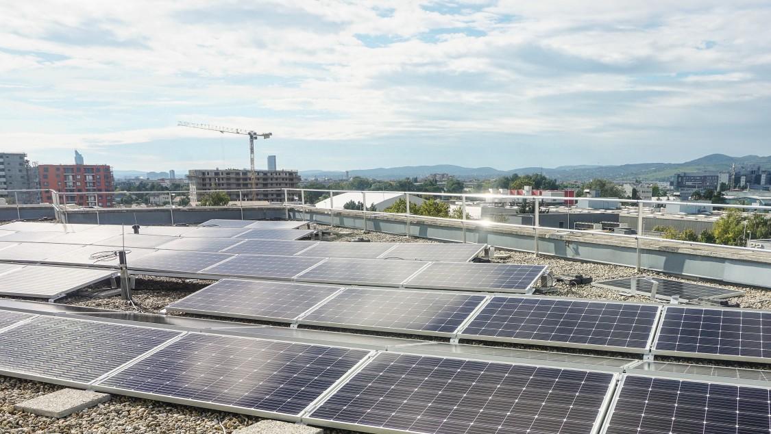 Photovoltaik-Anlage auf dem Dach.
