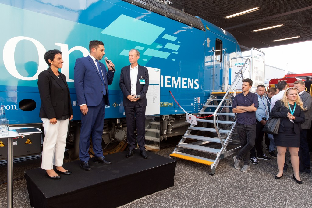 Presentation of the Smartron Locomotive at InnoTrans 2018