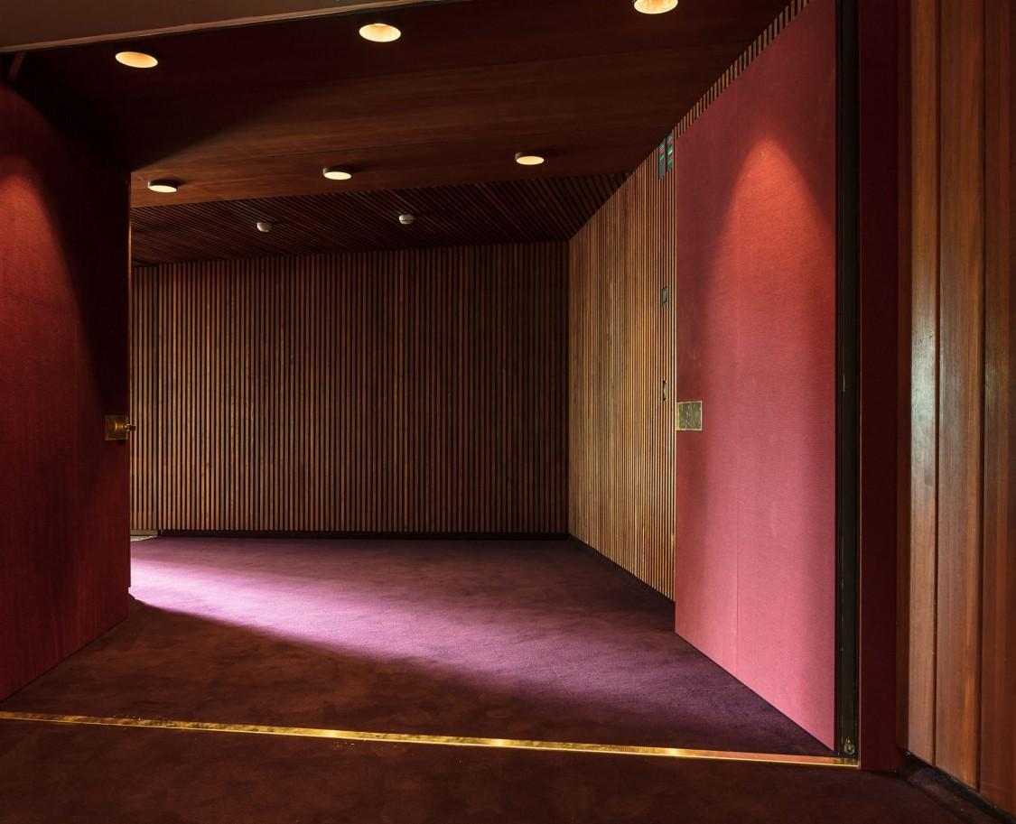 Helsingin Kaupunginteatterin Suuren näyttämön lämpiö