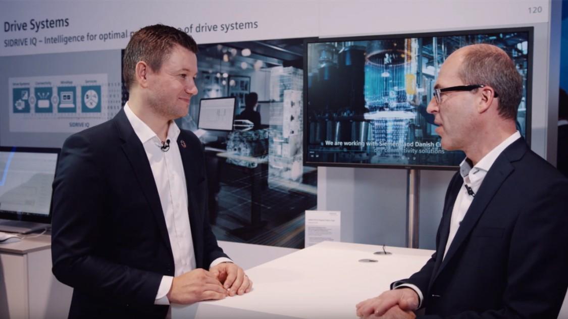 Bild aus dem Podcast zur digitalen Kooperation zwischen Siemens und Grundfos