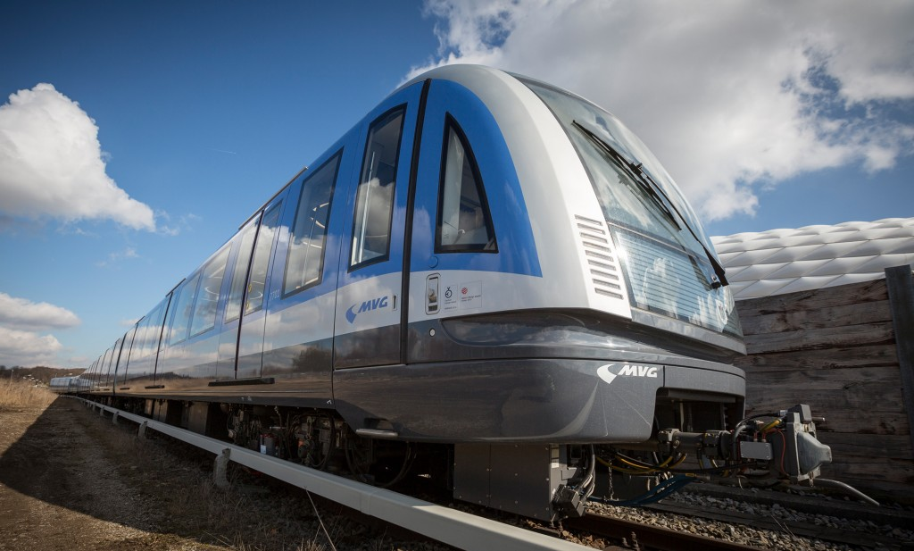 Public unveiling of first Munich C2 metro train