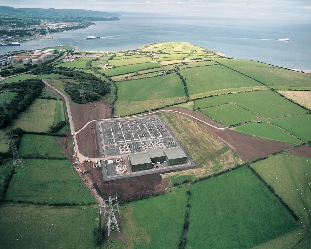 HGÜ-Konverterstation in Ballycronan More, Nordirland.