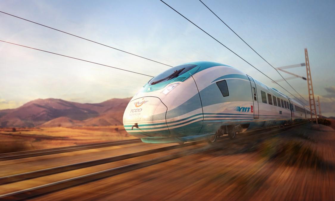 Bild des Velaro TR von Siemens Mobility in Diagonalansicht und leichter Bewegungsunschärfe bei der Fahrt durch eine türkische Landschaft.