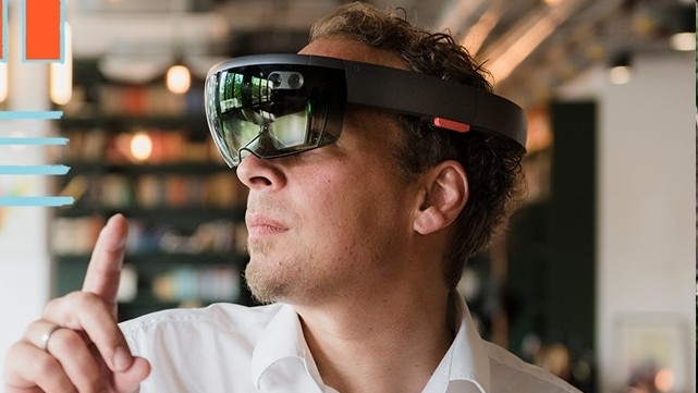 Ulli Waltinger with VR glasses