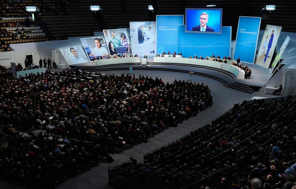 Hauptversammlung 2013 der Siemens AG in Muenchen - Jaehrliches Aktionaerstreffen in der Olympiahalle