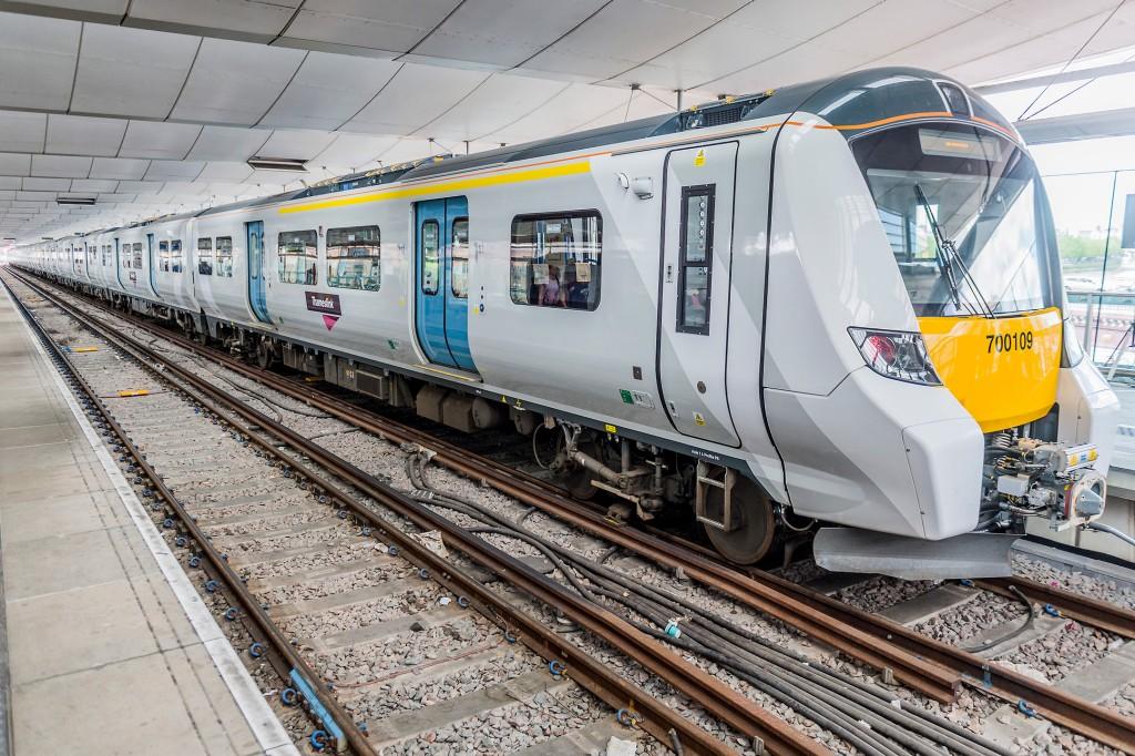 Thameslink zeigt Nahverkehr der Zukunft für London am Bahnhof Blackfriars