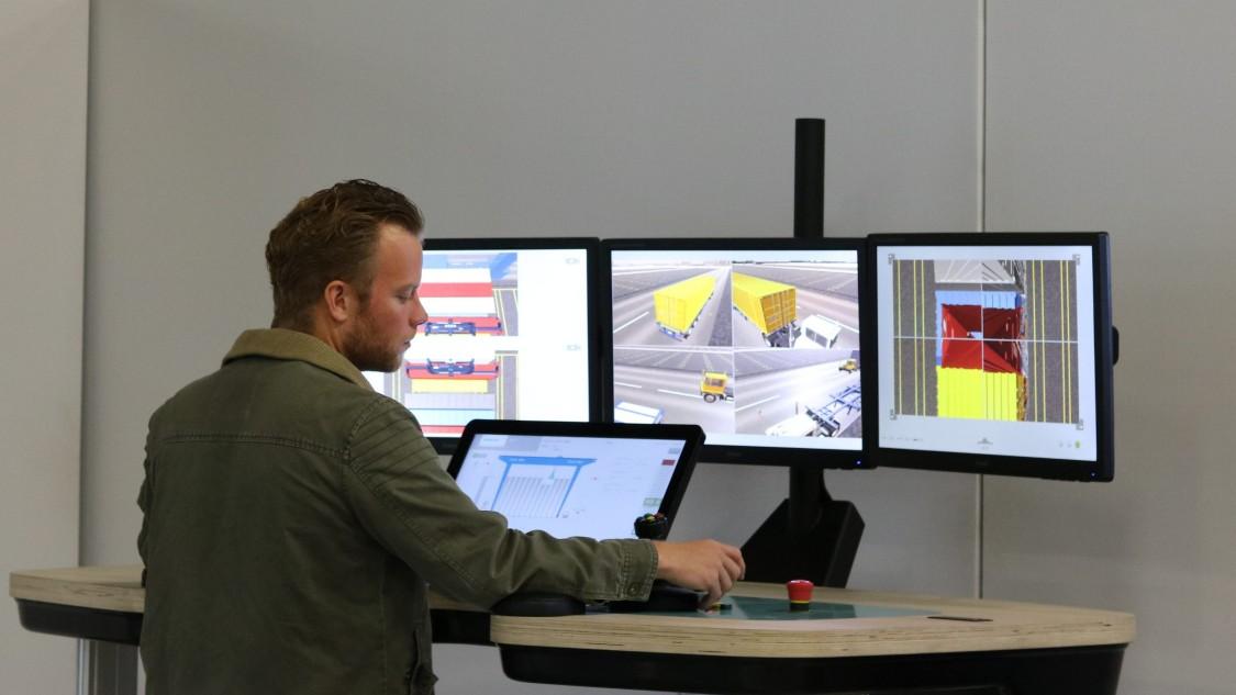 Operator commission a crane virtually