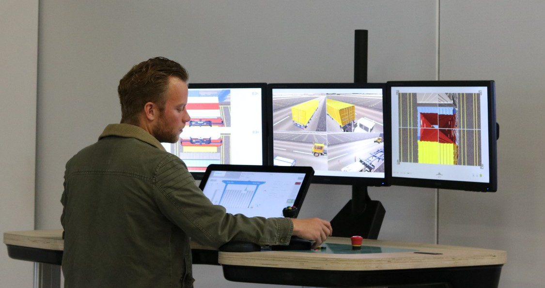 Operator simulates the real crane with RCOS