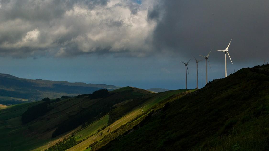 Windturbinen auf der Azoren-Insel Terceira