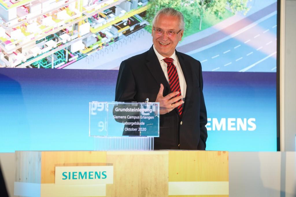 Staatsminister Joachim Herrmann bei der Grundsteinlegung Laborgebäude Siemens Campus Erlangen