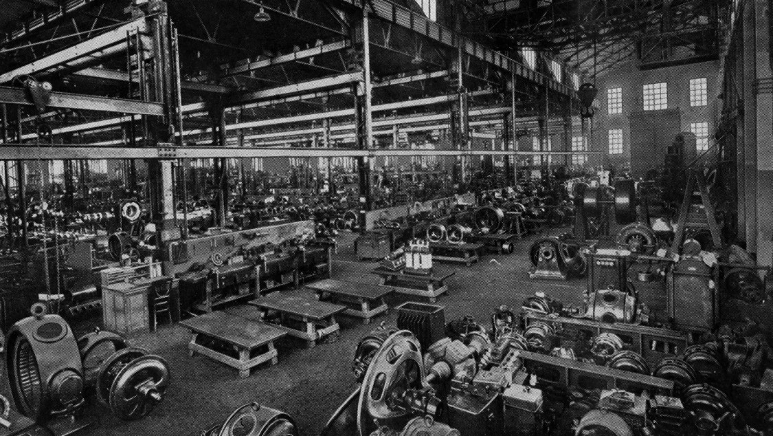 In perfect order – Production hall at the Fábrica de Cornellá on the day of Alfonso XIII's visit, 1925