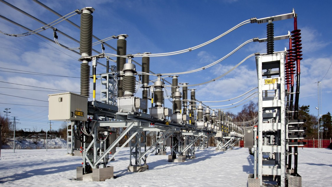 Insulators on ac traction power supply in winter