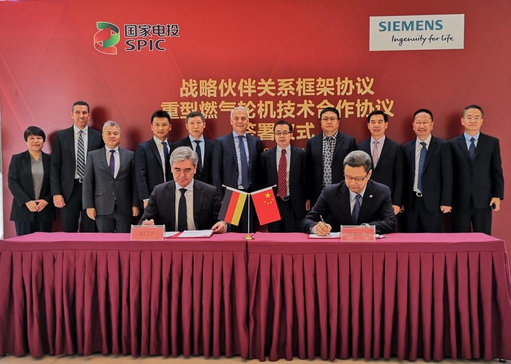 Das Bild zeigt die Unterzeichnung des strategischen Partnerschaftsabkommens.