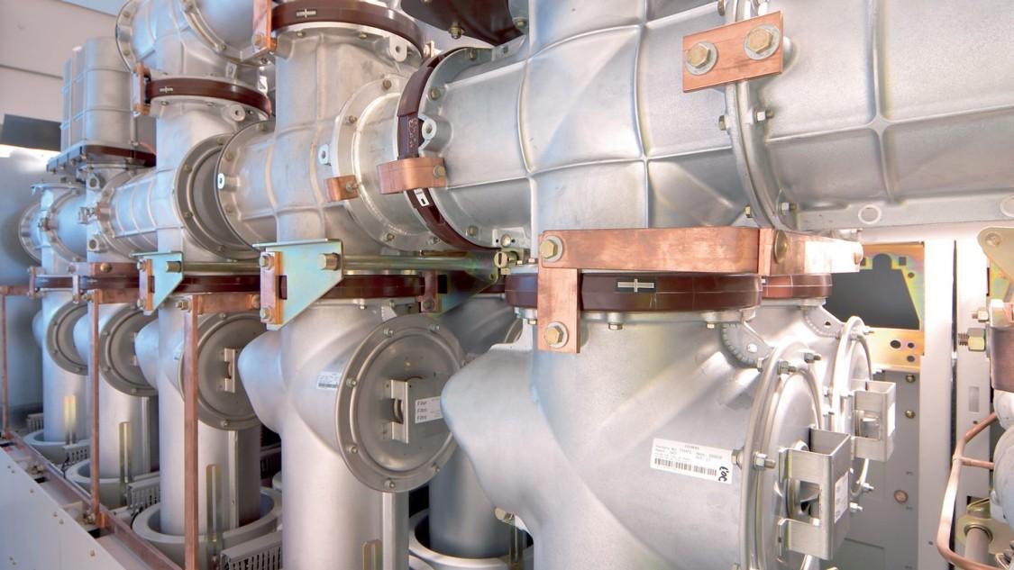 Aparelhagem isolada a gás Sitras 8DA11/8DA12 da Siemens para fonte de alimentação de tração CA.