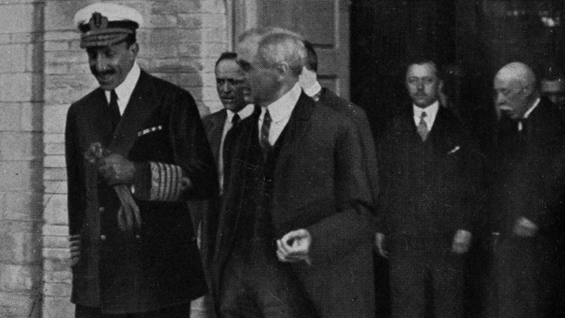 Auf Besichtigungstour – Alfonso XIII. in Cornellá, 1925