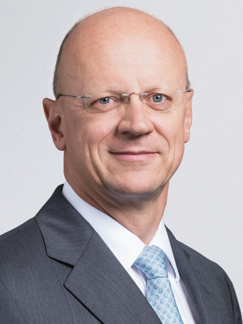 Dr. Ralf P. Thomas