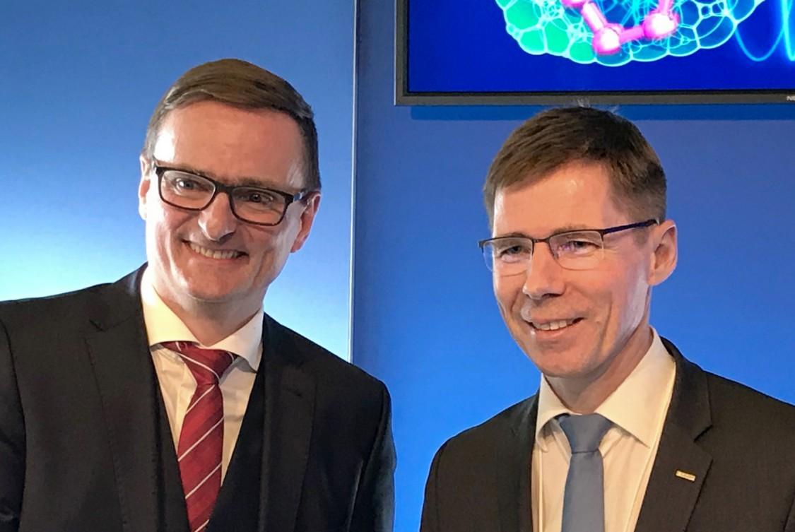 Gerd Scheller, Präsident und CEO der Siemens Mobility AG und ETH-Präsident Joël Mesot
