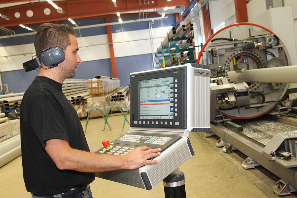 Lättbetjänad CNC-maskin med Sinumerik 840D sl gör det mycket lättare att få tag på ny personal.